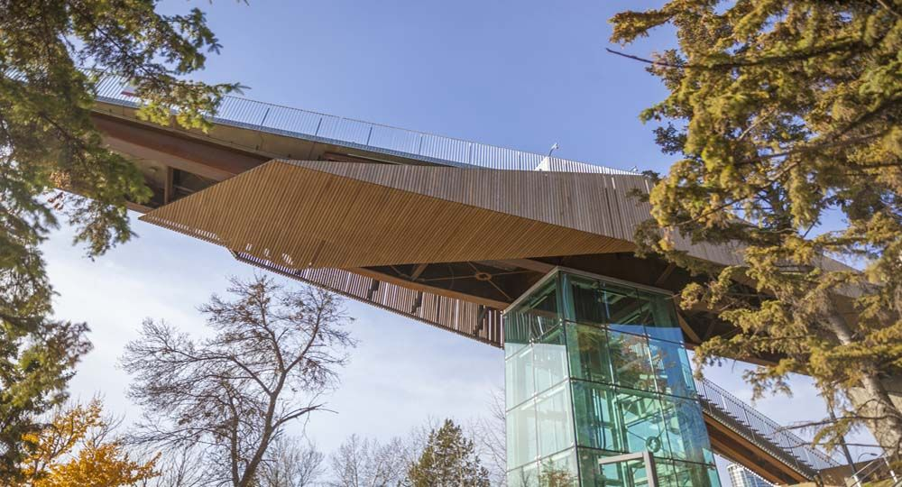 Arquitectura de conexión en  Edmonton, Se abre el primer funicular de Canadá.