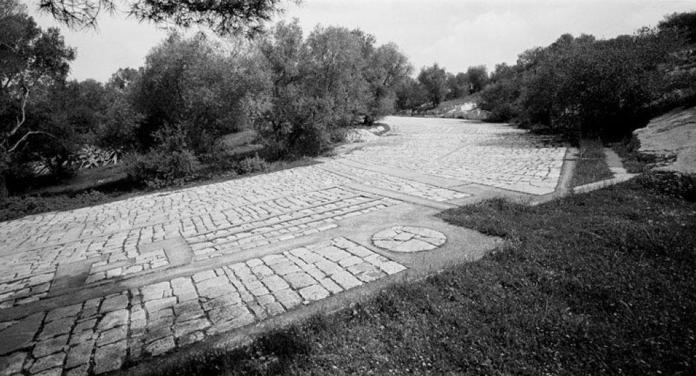 La Memoria de las Piedras: El Paseo Arquitectónico de Dimitris Pikionis