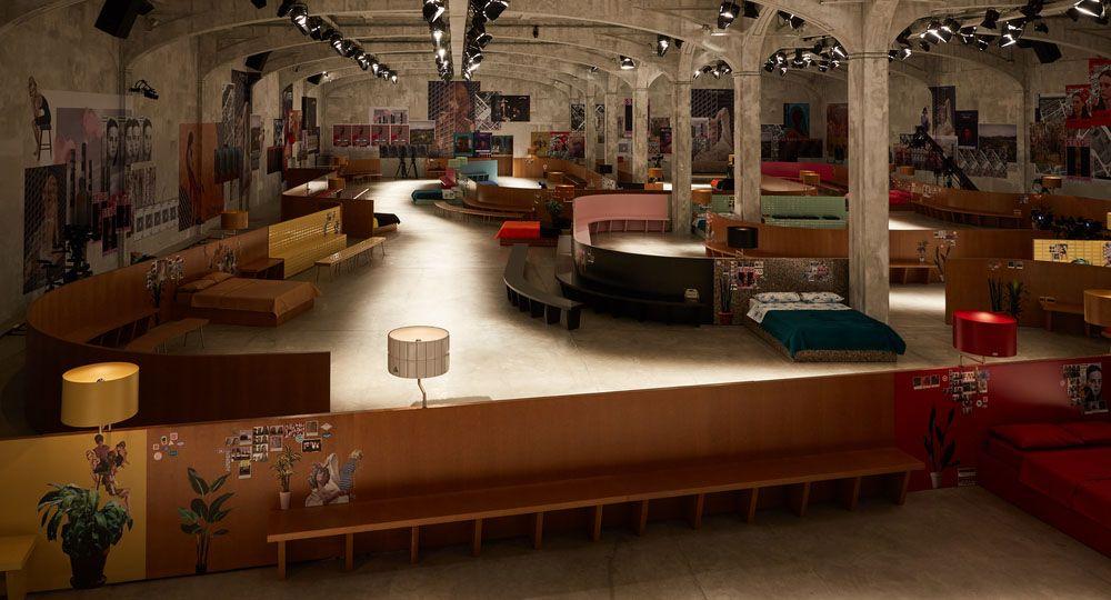 """OMA: """"Interior Continuo"""", pasarela de la colección otoño/invierno 2017 de Prada."""