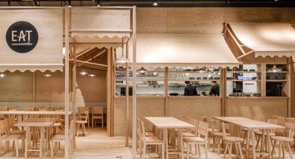Restaurante monocromo, arquitectura interior en Bangkok