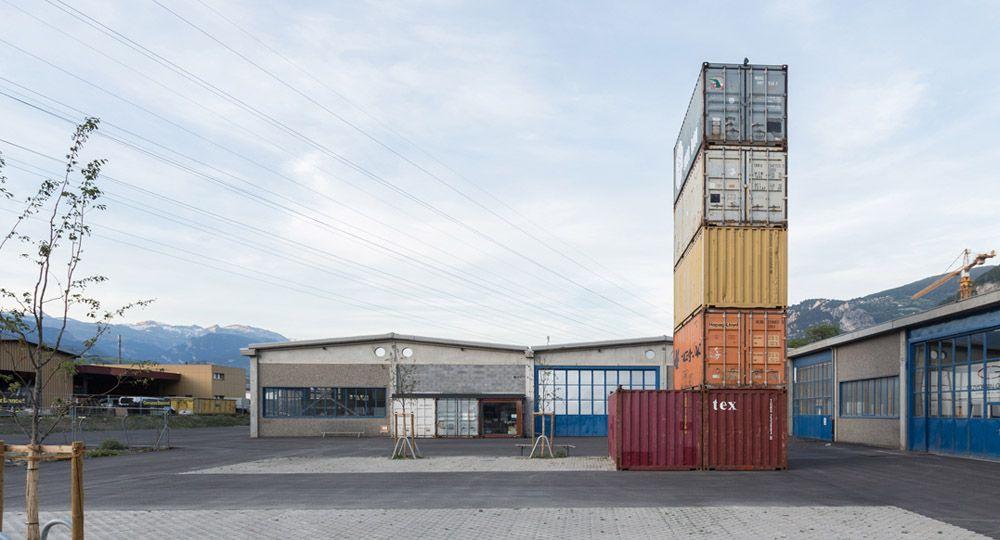 """""""Le port franc"""", sala de música con contenedores reciclados"""