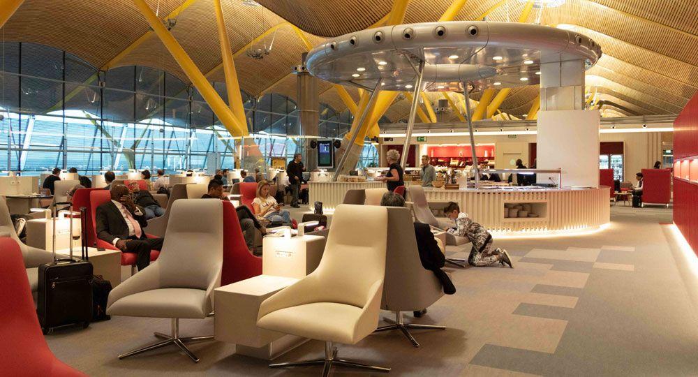 Sala Premium Lounge Dalí por Estudio Lamela