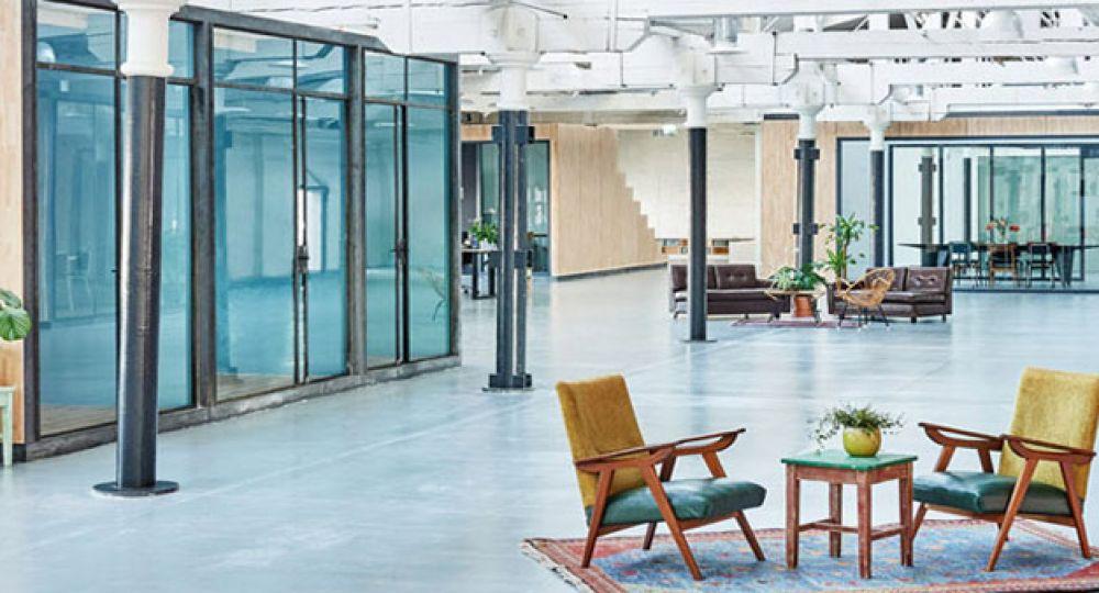 Nuevas oficinas Fairphone, arquitectura interior de estética industrial y concepto sostenible