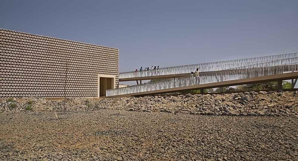 Arquitectura en condicioness adversas: Universidad de Alioune Diop, Bambey. IDOM