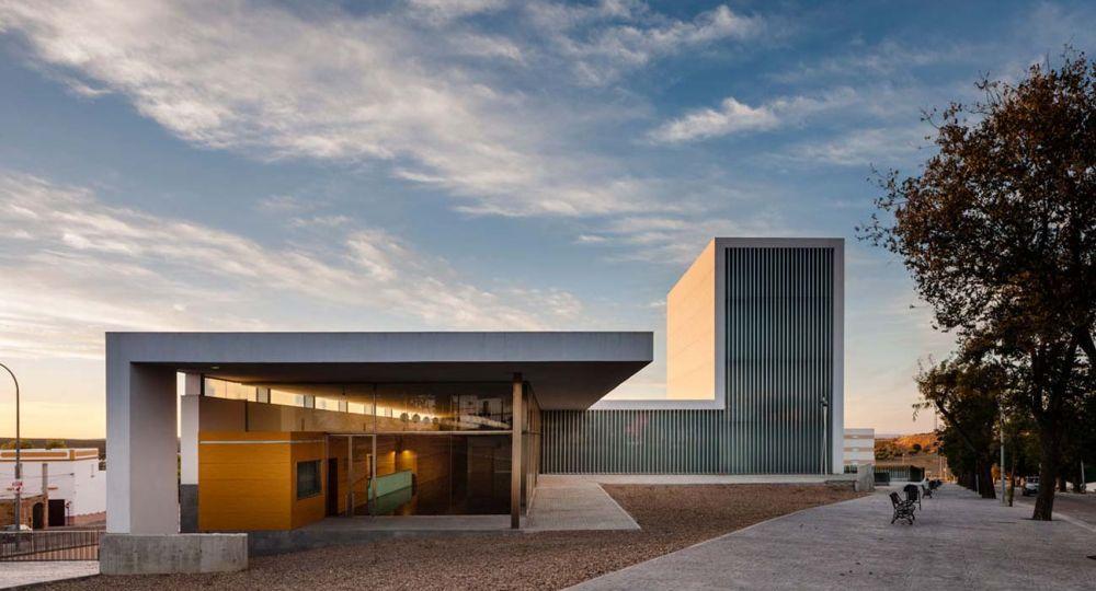 Teatro municipal arahal del estudio de arquitectura javier - Estudios de arquitectura sevilla ...