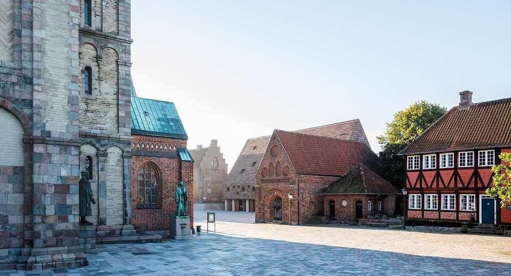 Rememorar la historia. Kannikegården, en Ribe (Dinamarca), por LTArkitekter
