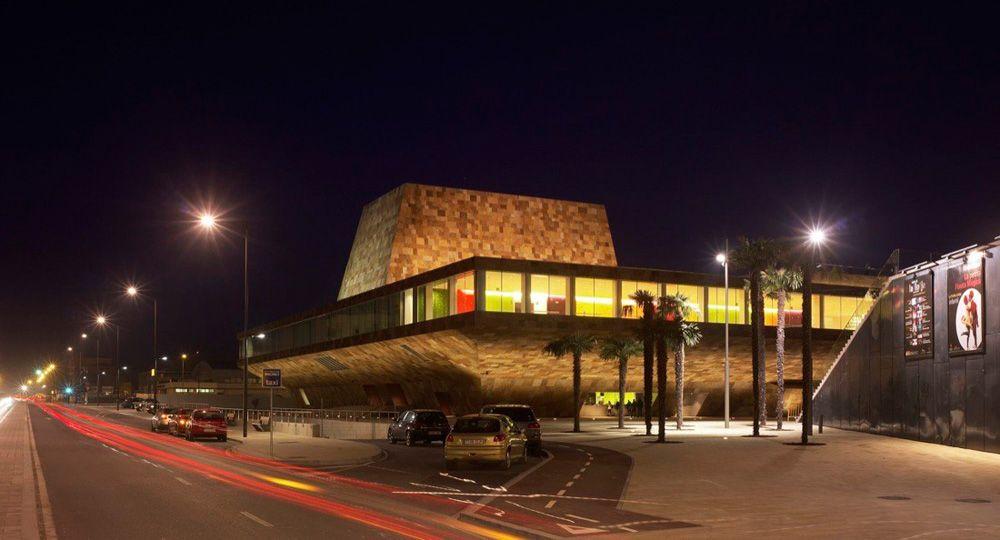La Llotja de Lérida, arquitectura que crece del terreno. Mecanoo & Labb arquitectura.