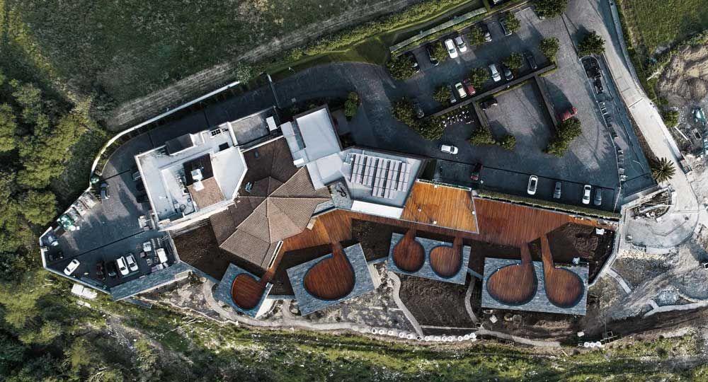 La materialidad es clave en la arquitectura del Hotel Akelarre