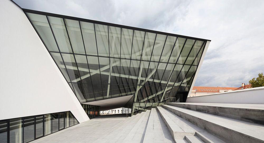 Nuevo Museo de Arte Moderno de Vilnius diseñado por el arquitecto Daniel Libeskind.