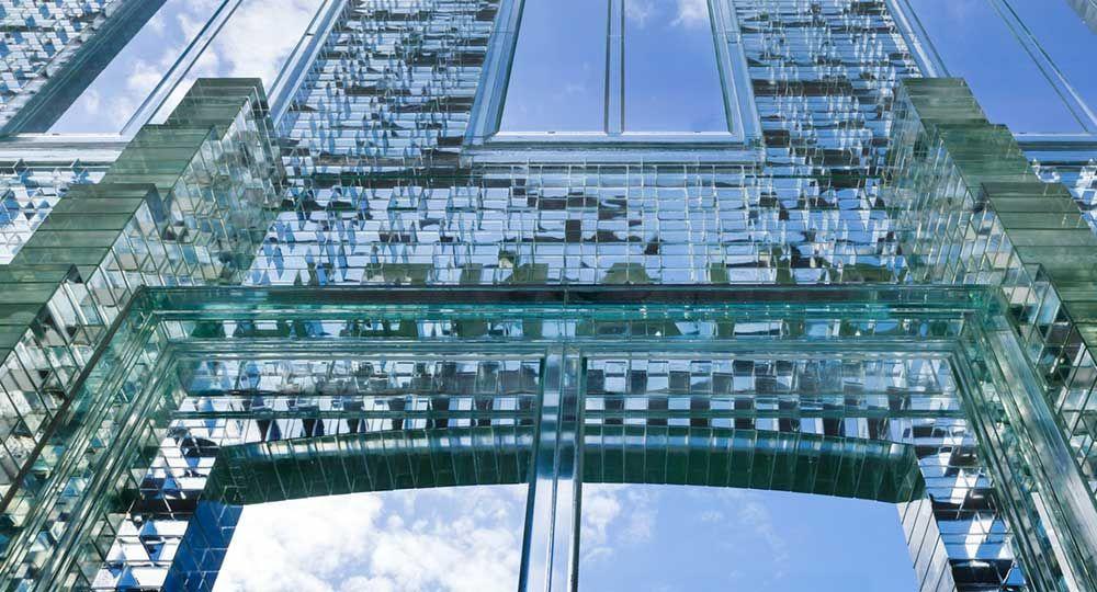La tecnología del vidrio aplicada a la arquitectura: Crystal Houses
