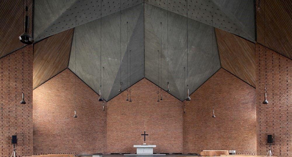 Ante las huellas de la historia: la Christuskirche de Dieter Oesterlen