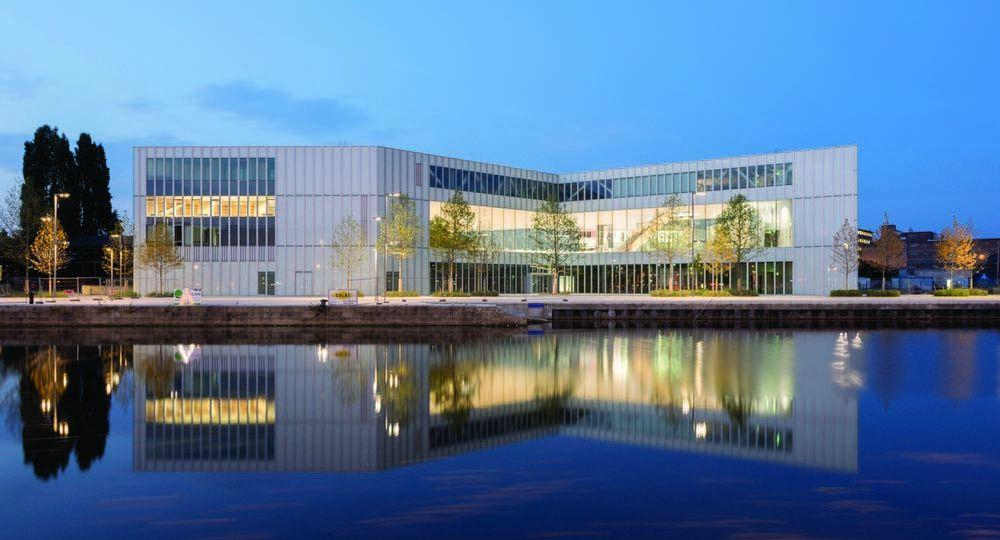 Office for Metropolitan Architecture (OMA). Biblioteca Alexis de Tocqueville, Caen, Francia.