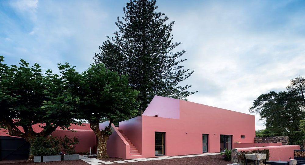 """""""Pink House"""": Rehabilitación de un antiguo establo.Islas Azores."""
