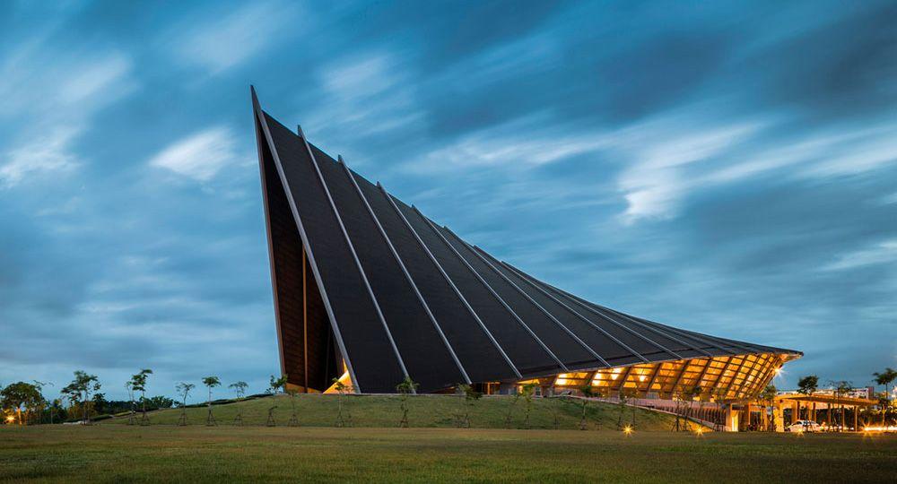 Arquitectura tailandesa: Prince Mahidol Hall