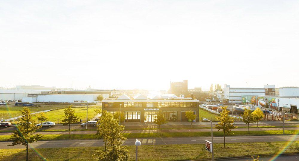 Rehabilitación de antigua fábrica de vidrio en el puerto de Rotterdam.