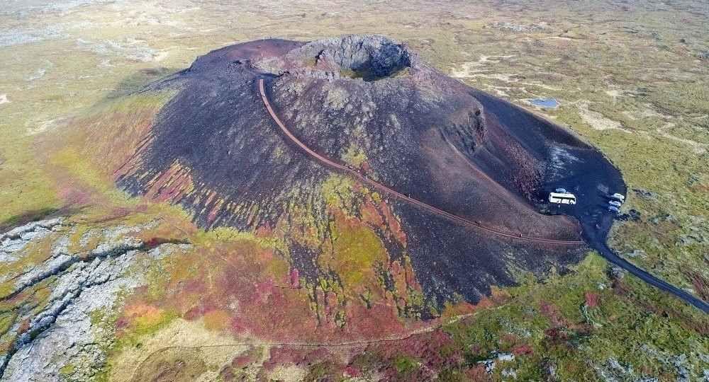 Viaje al centro de la Tierra: intervención en el cráter de Saxhóll por Landslag ehf