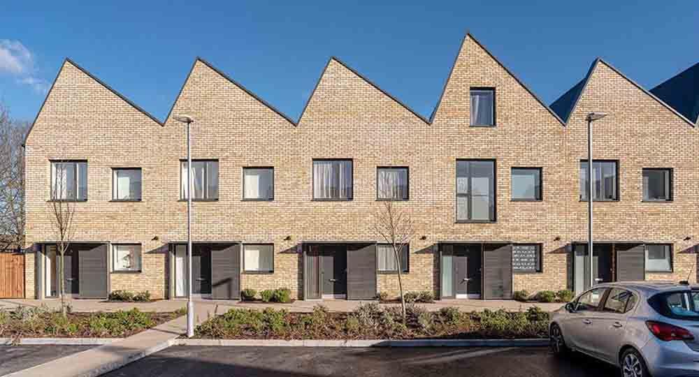 Regeneración de parcelas urbanas en desuso. Viviendas públicas en Sutton, Londres, Bell Phillips Architects.