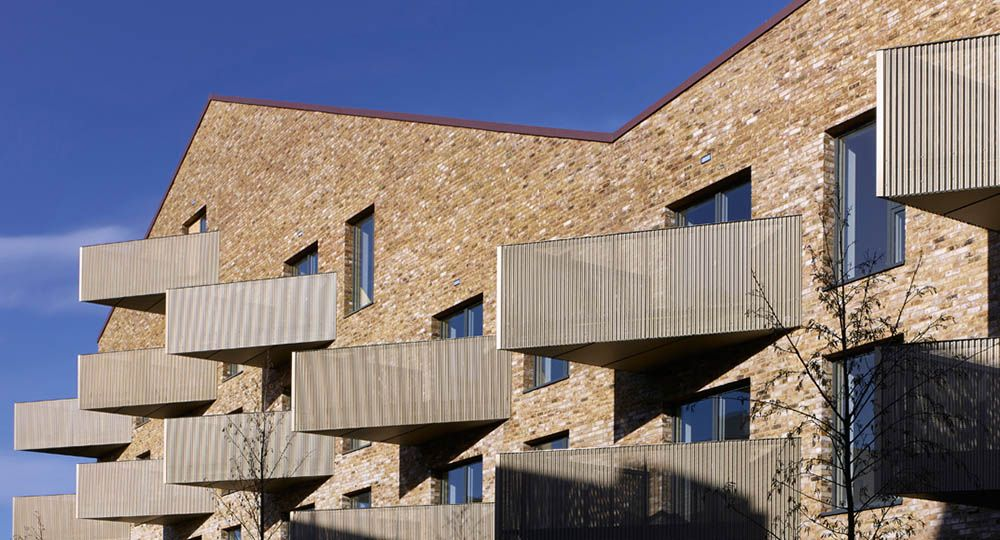 Viviendas públicas y centro social, Essex: Bell Phillips Architects