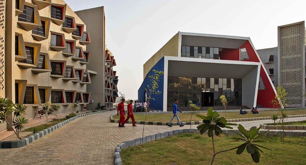 Arquitectura sostenible en una residencia de estudiantes en India, Sanjay Puri Architects.