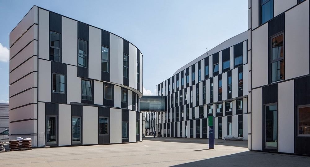 Arquitectura por capas. Centro de estudiantes en Viena, por Atelier Hitoshi Abe