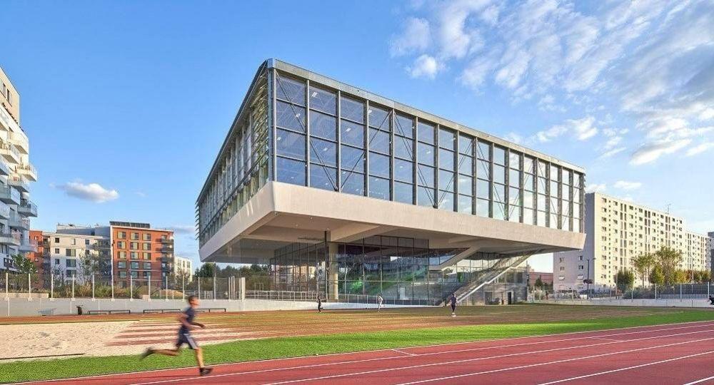 Jugar en el cielo: complejo deportivo Asnières-sur-Seine, de Dominique Lyon Architectes