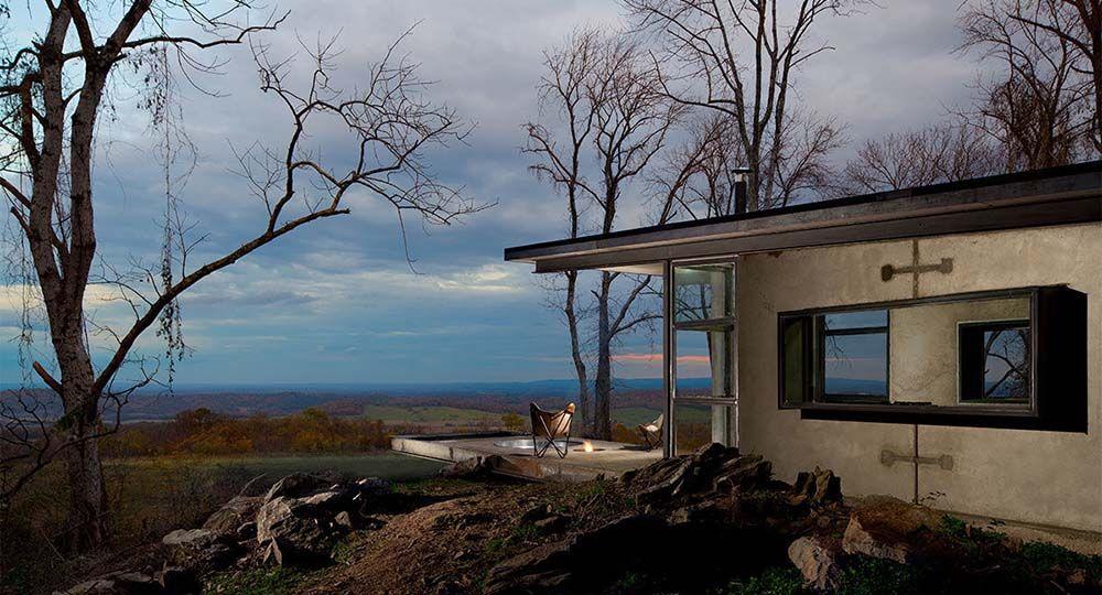 Arquitectura de hormigón prefabricado en conexión con la naturaleza. Lost Whiskey Cabin, Green Spur.