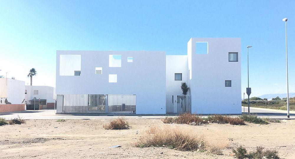 Arquitectura introvertida: Casas Costacabana