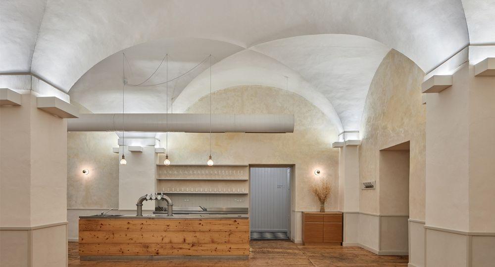 Rehabilitación del Monasterio de Broumov. Restaurante Tres Rosas de ADR arquitectos
