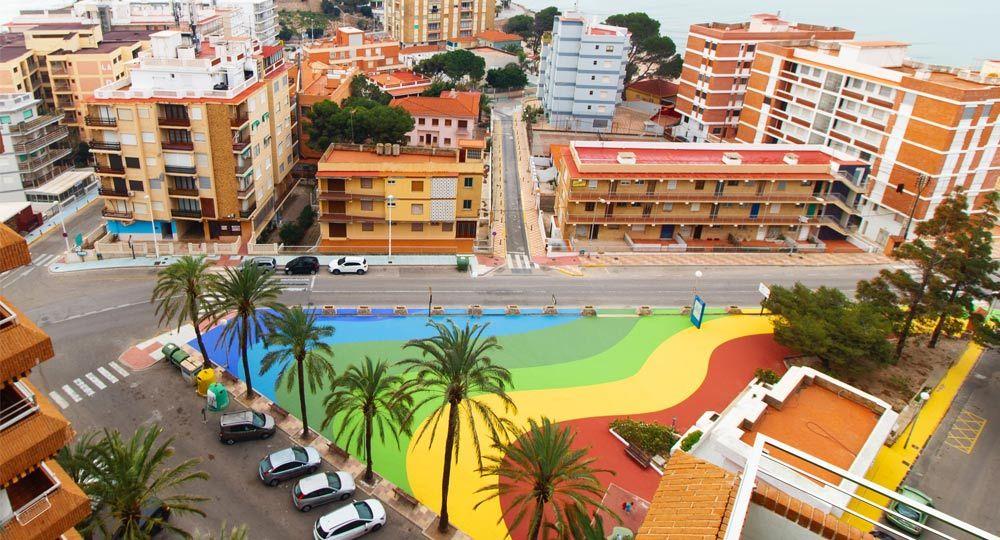 Diseño y materiales de espacios urbanos: remodelación de la Plaza Faromar en Cullera