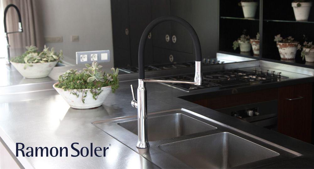 Nuevo grifo de cocina extraíble con sistema de imanes de Ramon Soler