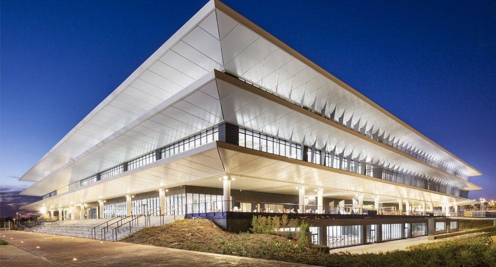 Campus con certificado LEED Platino: Proyecto Campus Universidad Loyola de Luis Vidal + Arquitectos