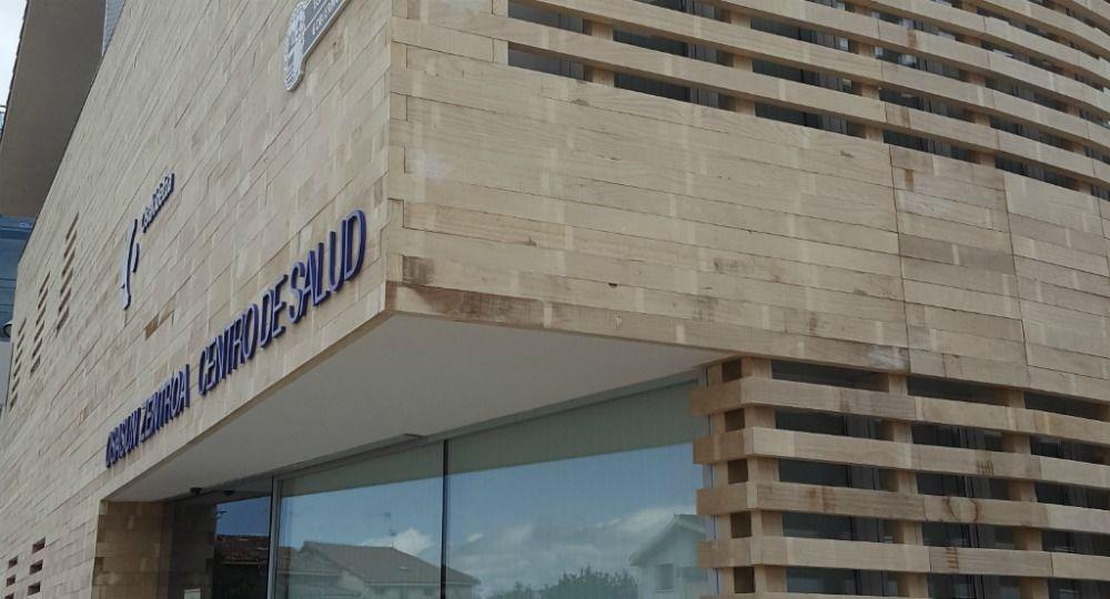 Piel de madera Accoya. Diseño de Centro Médico Santa Cruz de Campezo