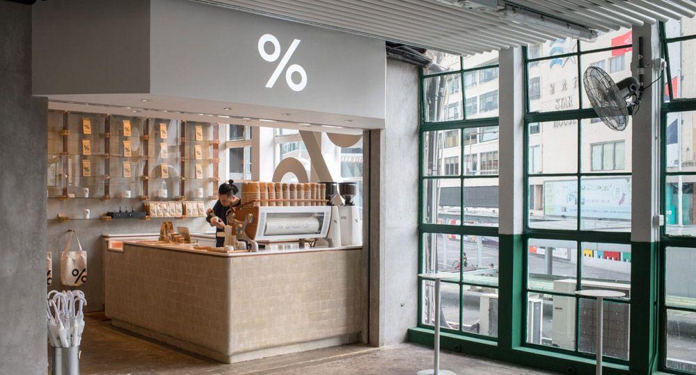 Cafetería % Arabica en Hong Kong. Diseño minimalista de Puddle
