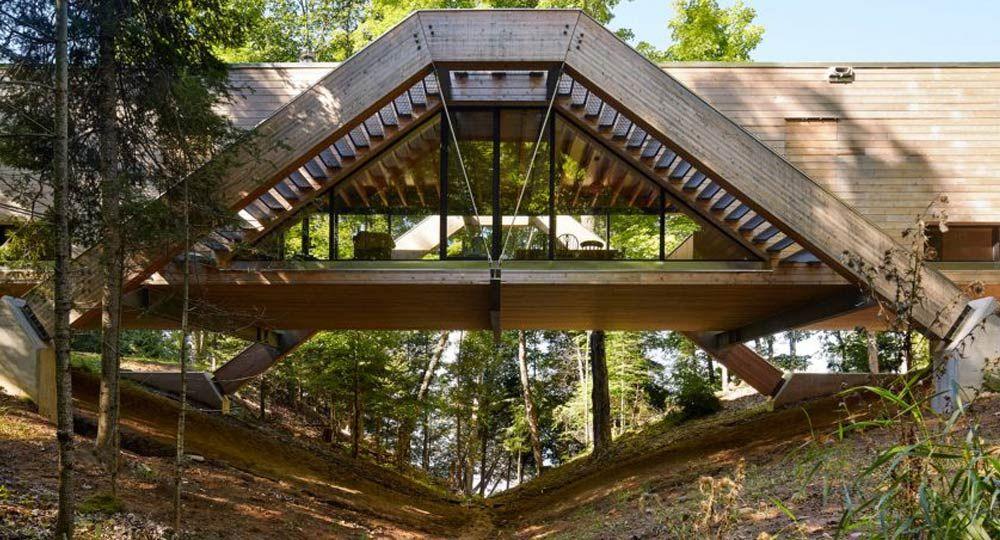 Llama Urban Design. La casa puente