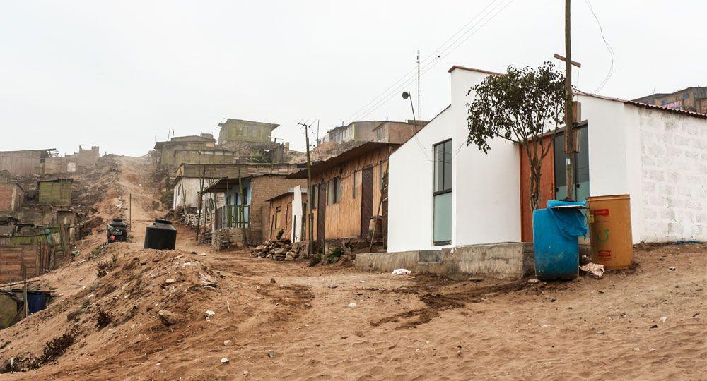 Fundación Marte y Llatas Arquitectos: rehabilitación y diseño de una pequeña vivienda solidaria en Lima