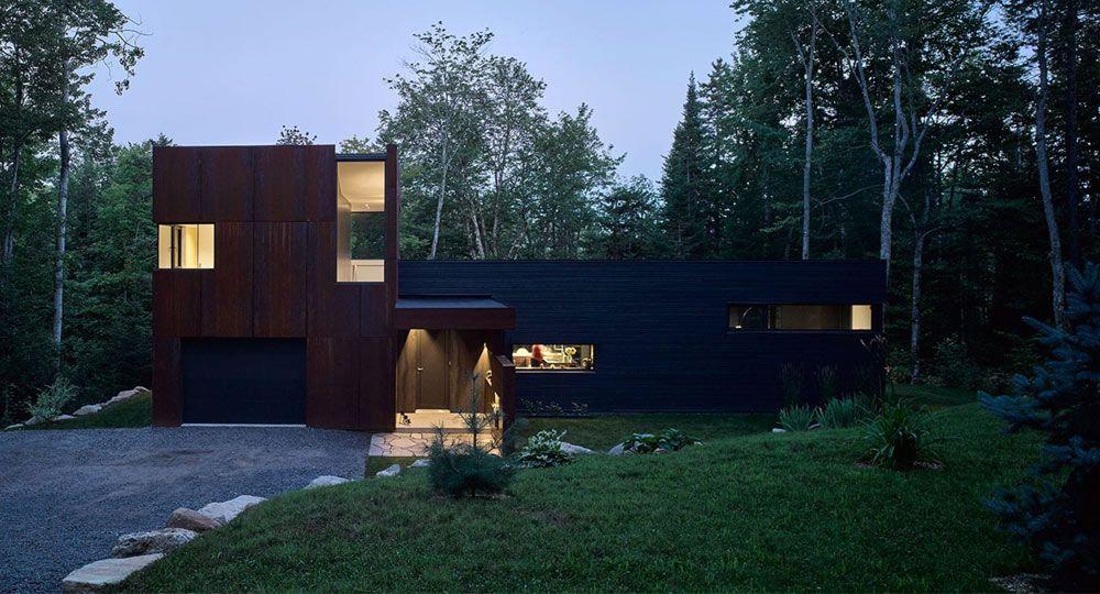 Acero corten, madera carbonizada y naturaleza. Arquitectura canadiense