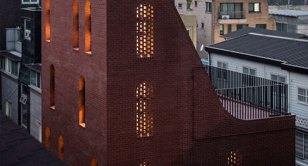 STPMJ arquitectos. Ladrillo rojo y estructura esbelta: vivienda en Seúl