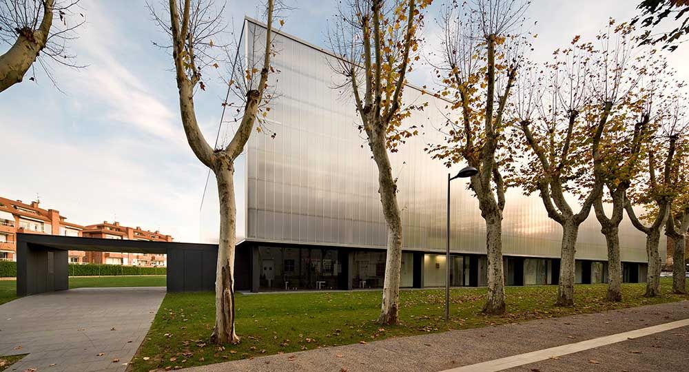 BCQ Arquitectes: Pista de patinaje y Pabellón Municipal de Deportes en Olot