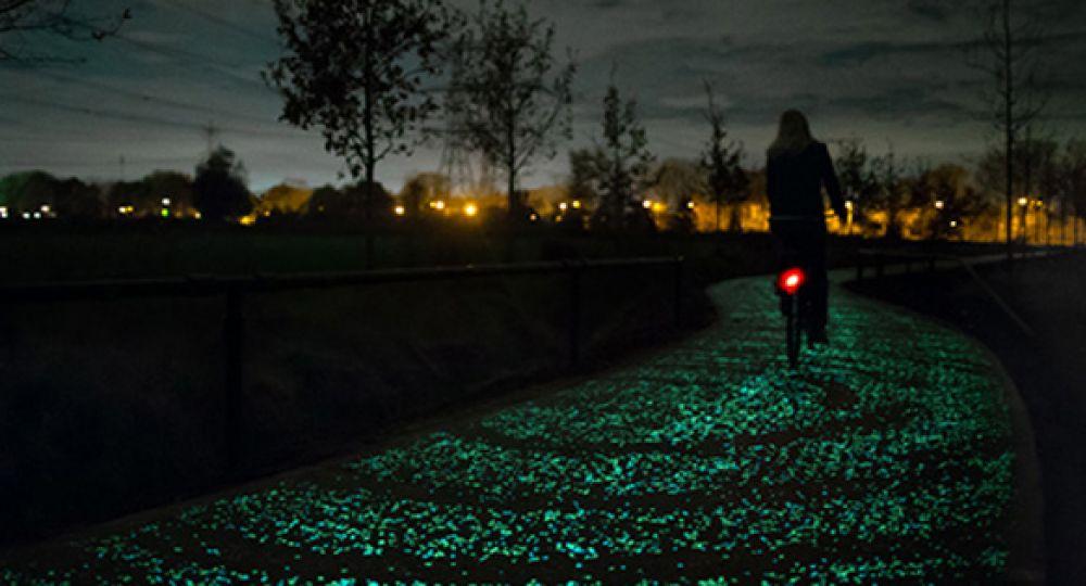 Carril luminiscente para bicicletas inspirado en Van Gogh