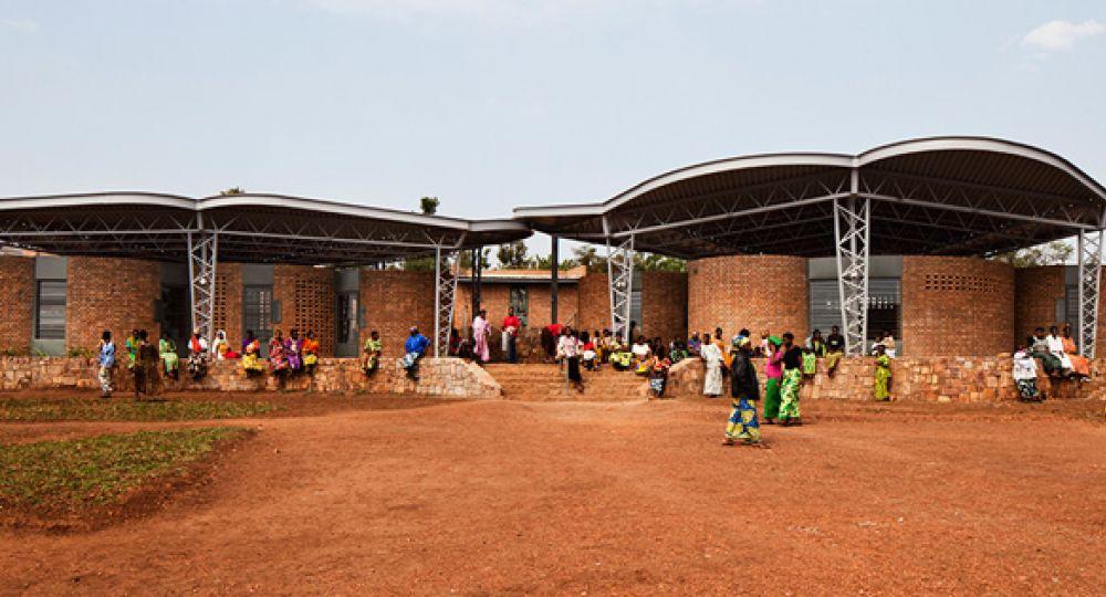 Superar una Guerra: Centro de Oportunidad para Mujeres, Ruanda