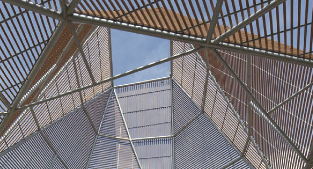 Geometría en el terreno: Colegio Lomas del Peyé Cartagena, Colombia