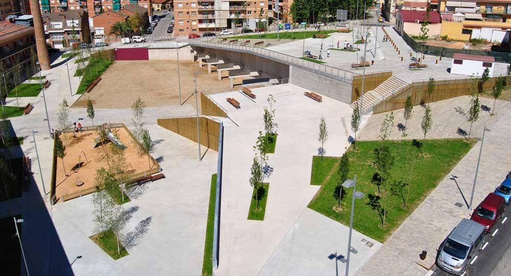 Parque de la Bòbila, el espacio público en desnivel por Espinàs i Tarrasó