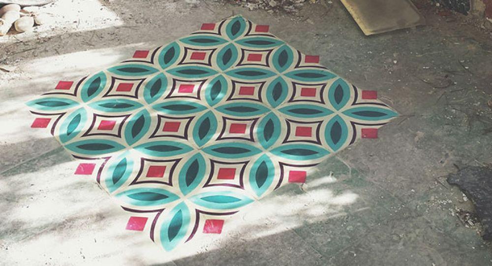 Mosaicos geométricos pintados