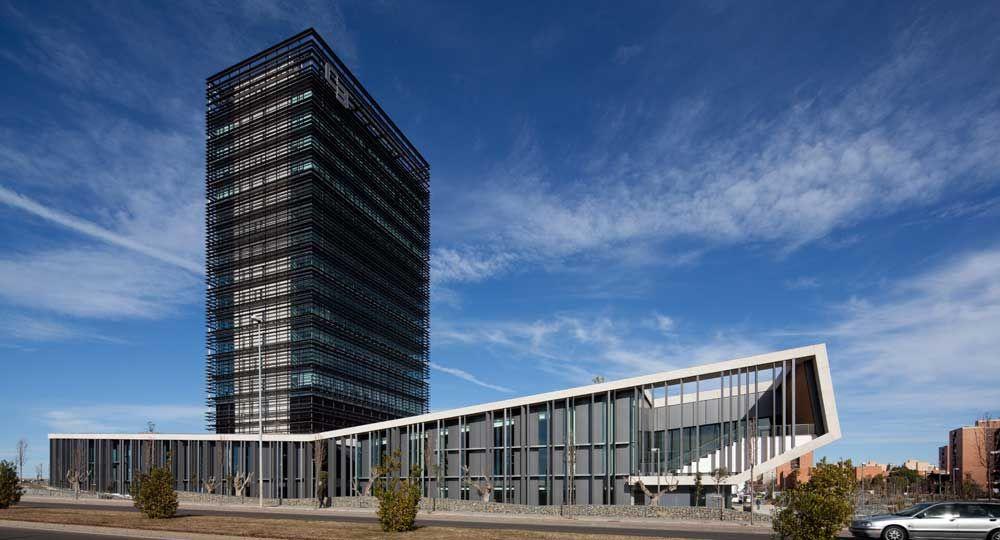 Nueva Sede Social de Caja de Badajoz, por Estudio Lamela Arquitectos