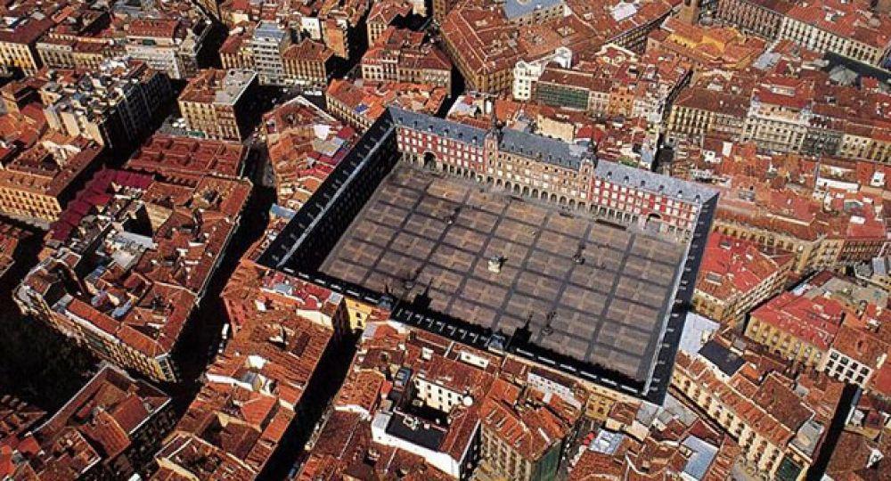 La plaza mayor en espa a arquitectura - Trabajo desde casa madrid ensobrando ...