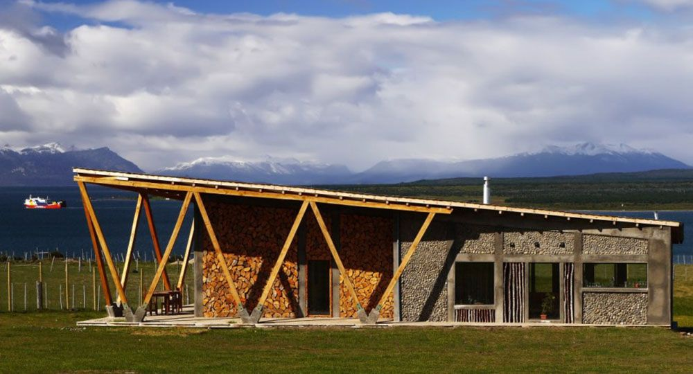 Outside IN House, Puerto Natales, Chile. Fernanda Vuilleumier Arquitectura.