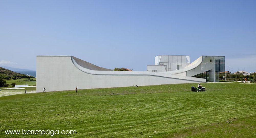 Museo del océano y el surf, Biarritz, Francia. Arquitecto: Steven Holl.
