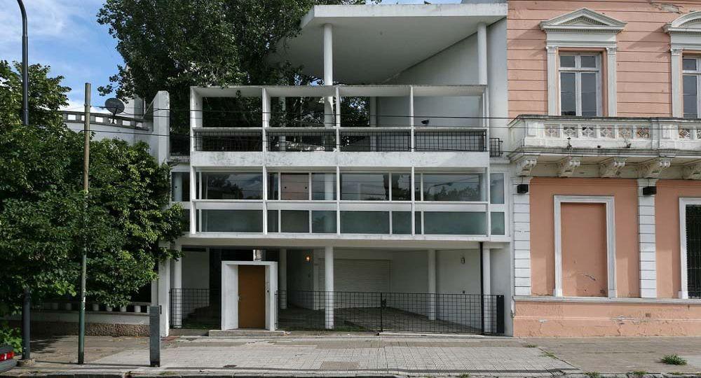 El hombre de al lado le corbusier en argentina casa for Ventanas hacia el vecino argentina