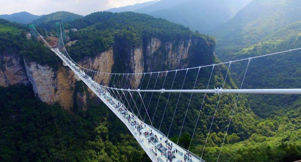 Indiana Jones y el puente de cristal de Zhangjiajie.