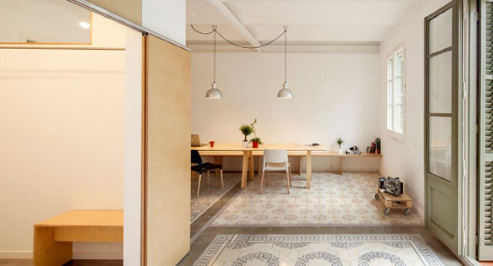 Decapar e iluminar: reforma de apartamento en Barcelona